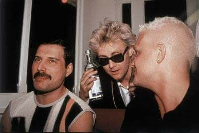 Freddie Mercury Roger Taylor And Beloius Some At The It S A Kind Of Magic Party Aboard The Italie Boat Montreu Queen Friend Queen Drummer Freddie Mercury