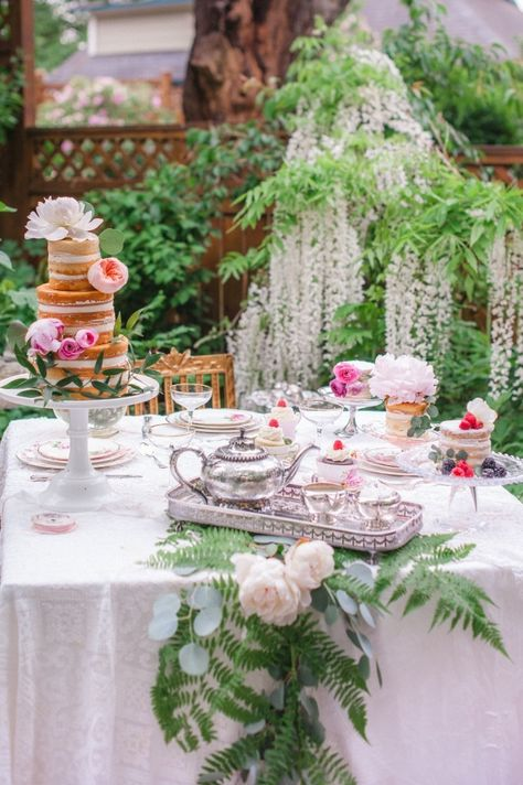 WHIMSICAL & ROMANTIC TEA PARTY WITH BAREFOOT CONTESSA BOUTIQUE | Best Friends For Frosting