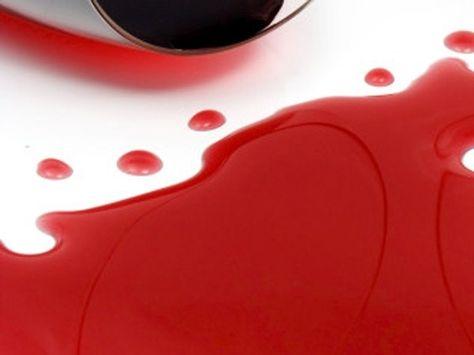 Ieri sera amici a casa e la tovaglia o il marmo ne hanno avuto la peggio? Niente paura! Ecco COME RIMUOVERE LE MACCHIE DI VINO! http://www.arredamento.it/macchie-di-vino.asp  #dettofatto #macchie #vino #tovaglia