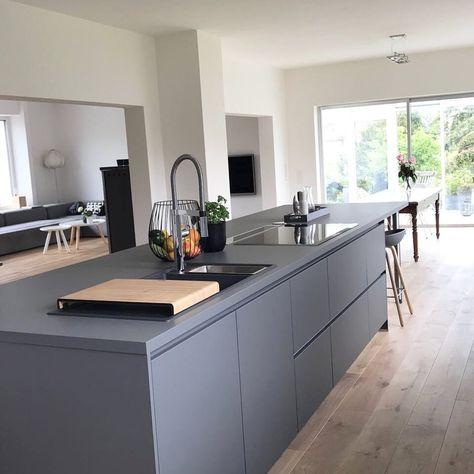 9 küchen farbkonzepte ideen bilder und beispiele für die farbgestaltung weiße küchen kochinsel und grau