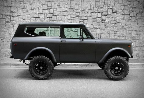 Remember the gorgeous International Harvester Scout II finished in matte white? Now Motorcar Studio is offering this awesome 1976 International Scout II finished in matte charcoal! The one-owner, rust-free truck has been fully restored and fitted wit Lifted Trucks, Old Trucks, Pickup Trucks, Chevy Trucks, International Scout Ii, International Harvester, Offroader, Us Cars, Ford Bronco