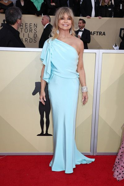 Actor Goldie Hawn attends the 24th Annual Screen Actors Guild Awards.