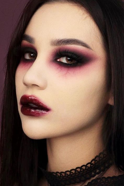 42 Glam and Sexy Vampire Makeup Ideas 2019 Dark and powerful make up! I love Halloween 42 Glam and Sexy Vampire Makeup Ideas 2019 Dark and powerful make up! I love Halloween Maquillage Halloween Vampire, Cute Halloween Makeup, Vampire Halloween Costumes, Pretty Zombie Makeup, Halloween Make Up Scary, Scary Makeup, Sexy Vampire Costume, Zombie Make Up, Vampire Diaries Costume