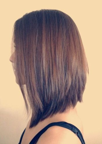 27 Beautiful Long Bob Hairstyles: Shoulder Length Hair Cuts with Regard to Recent Long Angled Bob Hairstyles Thin Hair Cuts, Haircut For Thick Hair, Medium Hair Cuts, Medium Hair Styles, Short Hair Styles, Reverse Bob Haircut, Short Haircut, Long Bob Haircut With Layers, Angled Haircut