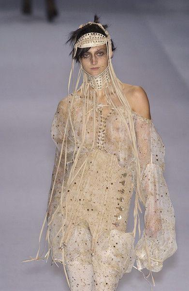 Jean Paul Gaultier at Paris Fashion Week Spring 2004 - Runway Photos Weird Fashion, High Fashion, Fashion Show, Gothic Fashion, Hussein Chalayan, Paris Fashion, Runway Fashion, French Fashion Designers, Gothic Steampunk