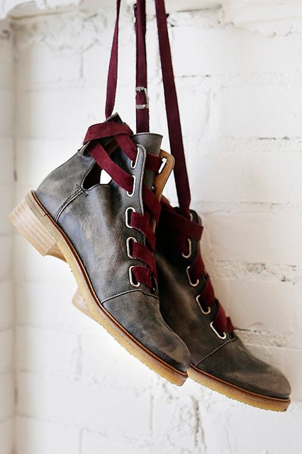 24 perfect flat boots for fall