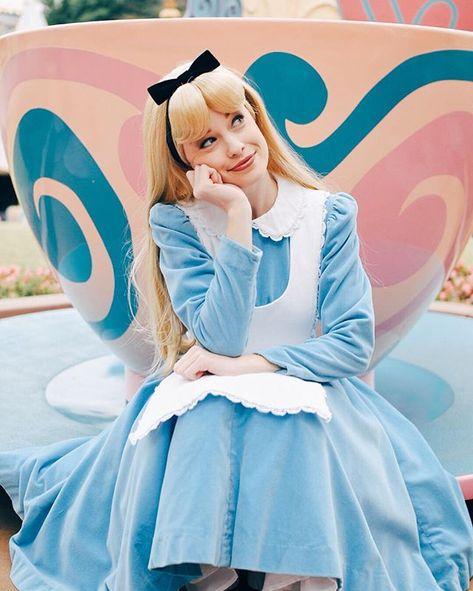 Alice in wonderland☕
