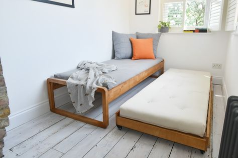 Bunk Beds Small Room, Bunk Beds With Stairs, Kids Bunk Beds, Small Rooms, Sofa Bed Small, Futon Sofa Bed, Loft Beds, Murphy Bed Ikea, Murphy Bed Plans