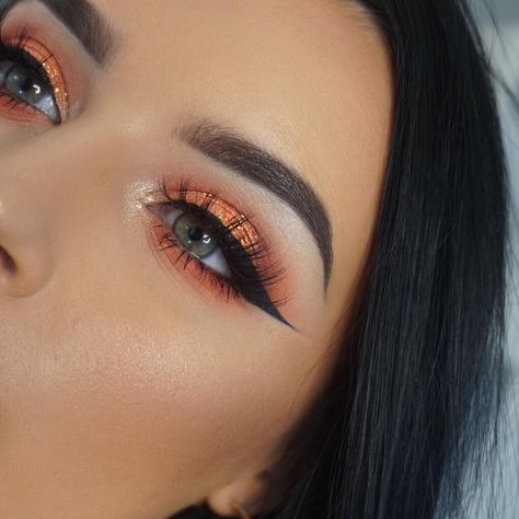 Surely we can all agree that this warm eyeshadow look is EVERYTHING! 🍊 Jazz A. - Eye Makeup tips Pretty Makeup, Love Makeup, Makeup Inspo, Makeup Inspiration, Makeup Kit, Peach Makeup, Sleek Makeup, Makeup Hacks, Makeup Style