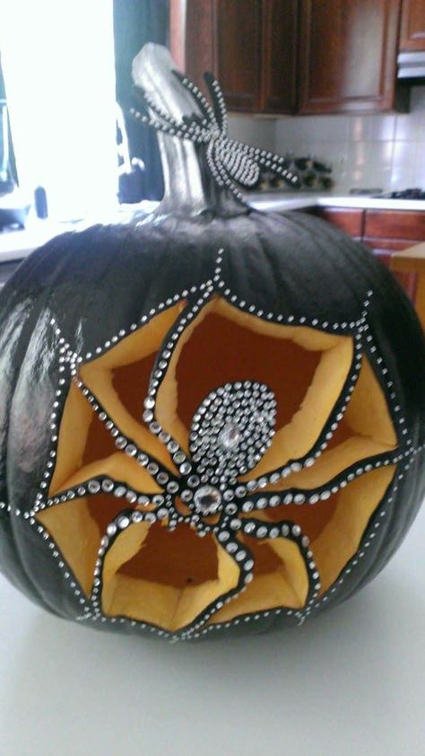 27 Unbelievably Clever Pumpkin Carving Ideas For Halloween - - Halloween is rapidly approaching and it is time to get creative and fun with your pumpkin carving ideas, the only limit is your imagination. Halloween Pumpkin Designs, Halloween Projects, Halloween Pumpkins, Halloween Drawings, Outdoor Halloween, Diy Halloween Decorations, Holidays Halloween, Halloween Fun, Homemade Halloween