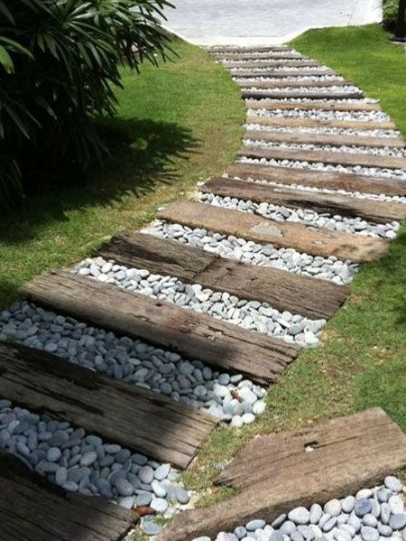 After Laying The Wooden Path You Can Then Decide Whether To Fill The Gaps With Low Growing Grasses Or G In 2020 Gartengestaltung Ideen Bahnschwellen Garten Gartenweg