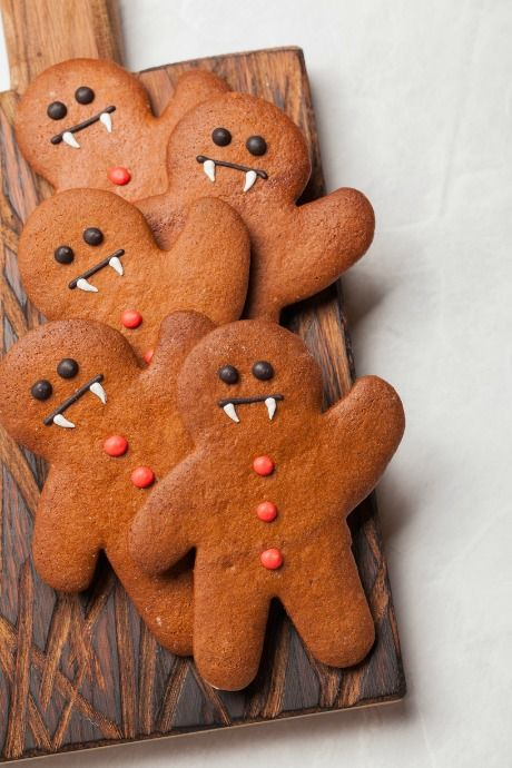 Halloween Desserts More Tempting Than Your Kids' Loot Halloween Desserts: We love these voodoo doll cookies because it's a cool and creepy way to get some more use out of our gingerbread man cookie cutters. Halloween Desserts, Dulces Halloween, Halloween Baking, Halloween Cookies, Halloween Food For Party, Halloween 2020, Holidays Halloween, Halloween Treats, Fall Halloween