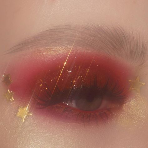 Shared by ℒŮℵẴ. Find images and videos about aesthetic, makeup and lips on We Heart It - the app to get lost in what you love. Makeup Eye Looks, Eye Makeup Art, Cute Makeup, Eyeshadow Looks, Pretty Makeup, Eyeshadow Makeup, Beauty Makeup, Eyeliner, Hair Makeup