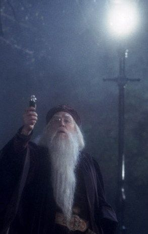 Albus Dumbledore's deluminator - Richard Harris as Dumbledore  #harrypotter