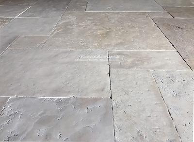 Pietra Anticata Vallata 18th Century Aged Italian Limestone Flooring In 2020 Limestone Flooring Flooring Stone Flooring