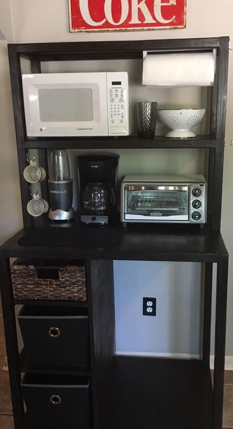 Dorm room kitchen - Excellent kitchenette setup for a dorm could also work in a tiny apartment kitchen Open space is obviously for a mini fridge Dorm Kitchen, Mini Kitchen, Small Kitchen Diy, Kitchen Unit, Small Apartment Kitchen, Kitchen Curtains, Kitchen Storage, Small Apartments, Small Spaces