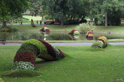 Le serpent de Claude Ponti envahit le Jardin des Plantes de ...