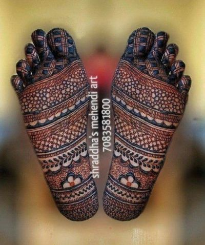 Awesome Mehndi Designs On The Soles Of Your Feet