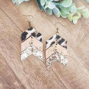 chevron leather earrings arrows cork earrings leather teardrop earrings cork teardrop white and black Herringbone Cork Earrings