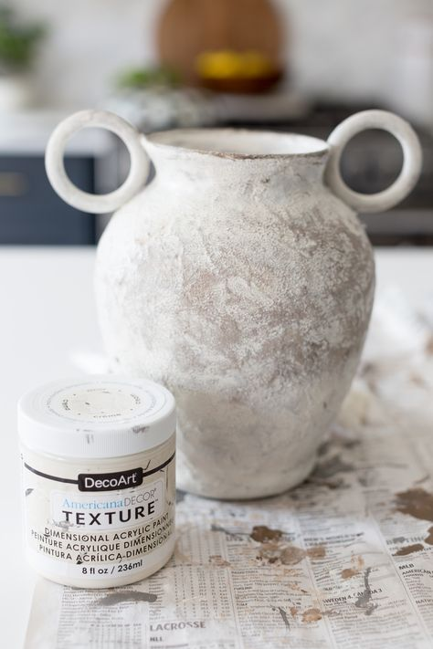 dyi aged vase with texture paint Ceramic Painting, Ceramic Vase, Diy Painting, Painting Vases, Salt Painting, Clay Vase, Spray Paint Vases, Painted Glass Vases, Concrete Spray Paint