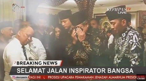 Tangis SBY di Depan Jenazah BJ Habibie: Setelah Ibu Ani Berpulang Hubungan Kami Semakin Dekat SBY pun terlihat tak kuasa menahan tangisnya sambil berdoa. #RIPBapakTeknologiIndonesia #PulsaData100K #LautBersihBikinBaper #IndomieGRATIS