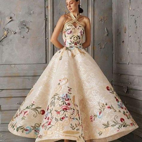 Vestido rendado lindo #noiva #casamento #bride #wedding #vestidodenoiva #weddingdress #inspiracao #inspiration #pinterest #blogsnc SolteirasNoivasCasadas.com