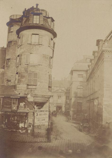 Entrée de l'ancienne Préfecture et de la rue de Jérusalem donnant sur le Quai des Orfèvres - Ancienne Préfecture de police de Paris, rue de Jérusalem, 1850-1854 par Pierre Ambroise Richebourg.
