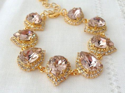 #weddings #jewelry #earrings #bridesmaidgift #bridalearrings #swarovskiearrings #chandelierearrings #statementearrings #dangleearrings #weddingjewelry #dropearrings #blushpink #blushchampagne #champagneblush #blushearrings #champagneearrings