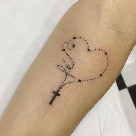 Bonito Fe con Cruz y rosario en forma de corazón