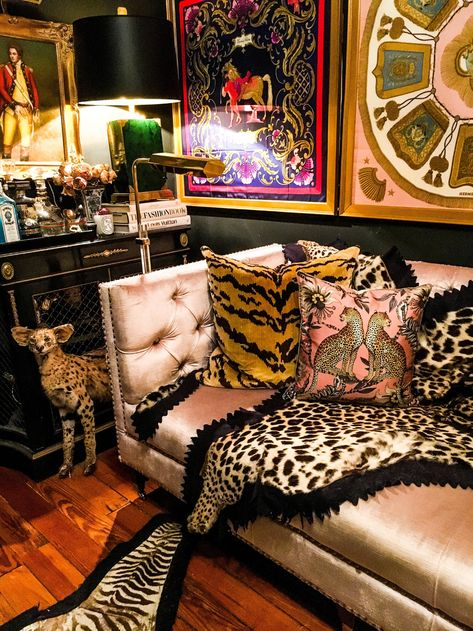 haus interieurs James Kivior's Maximalist Eclectic Home Maximalist Interior, Eclectic Decor, Eclectic Bedrooms, Bohemian Bedrooms, Eclectic Design, Funky Decor, Eclectic Furniture, Eclectic Style, Finding A House