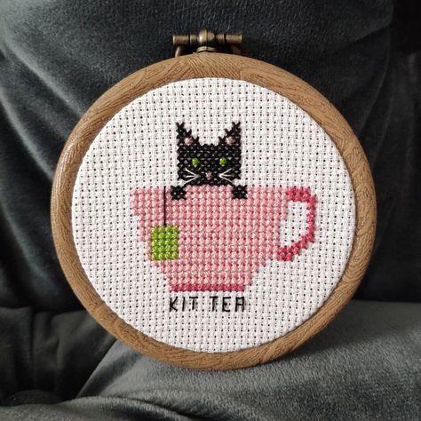 Tiny Cross Stitch, Cat Cross Stitches, Cross Stitch Borders, Counted Cross Stitch Kits, Cross Stitch Designs, Cross Stitching, Cross Stitch Embroidery, Cross Stitch Patterns, Loom Patterns