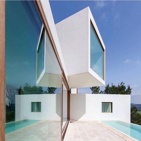 "Art & Architectural Magazine auf Instagram: ""Designed by Paula Caballero & Diego Colón Architects Photos by Luis Díaz . ◾️ Curated by @mattbilfield . ◾️ Via @blackongray…"""