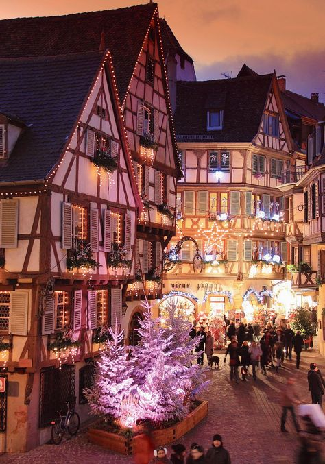 Meet at the five Colmar Christmas markets - Travel and Extra Christmas Wonderland, Cosy Christmas, Christmas Feeling, Merry Little Christmas, Christmas Photos, Beautiful Christmas, Christmas Lights, Christmas Time, Christmas Markets