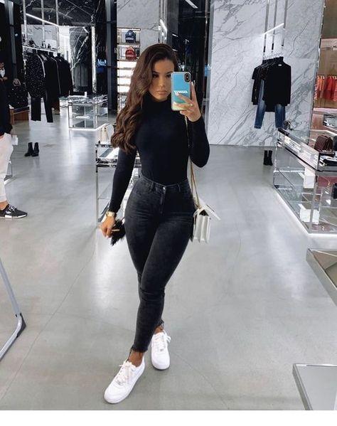 Jeans and black blouse - Miladies.net