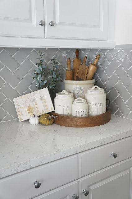 Perfecting the Homefront: Kitchen Tour - Kitchen Decor Kitchen Countertop Decor, Rustic Kitchen Decor, Kitchen Cabinet Design, Home Decor Kitchen, New Kitchen, Home Kitchens, Country Kitchens, Kitchen Taps, Cuisines Design
