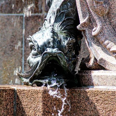 #mendebrunnen #brunnen #fountain #kunst #kunstwerk #leipzig #thisisleipzig #loveleipzig #augustusplatz #sachsen #saxony the creepy fish :-)
