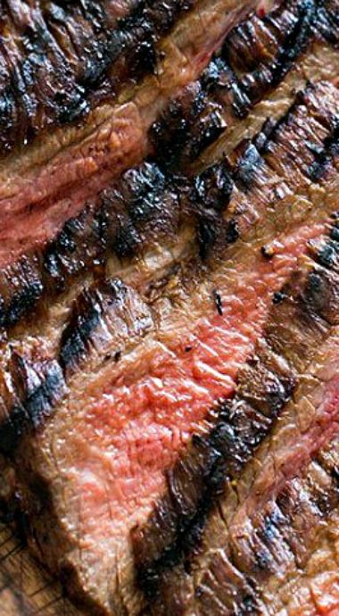 This Grilled Marinated Flank Steak is melt-in-your-mouth delicious! A marinade made with soy sauce, honey and garlic makes this cut extra delicious. Flank Steak Tacos, Marinated Flank Steak, Flank Steak Recipes, Meat Recipes, Dinner Recipes, Cooking Recipes, Grill Recipes, Water Recipes, Barbecue