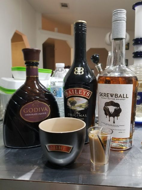 chocolate peanutbutter cup shot 1 oz Skrewball peanut butter whiskey 1 2 oz Godiva dark chocolate liqueur 1 2 oz Baileys original Irish cream tastes just like a Reese s cup only had the original godiva chocolate liqueur on hand - cocktails Whiskey Chocolate, Chocolate Liqueur, Chocolate Martini, Chocolate Cocktails, Chocolate Oreo, Bar Drinks, Yummy Drinks, Alcoholic Drinks, Dessert Drinks