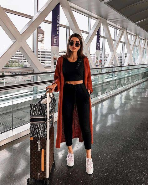 11 (Comfortable!) Travel Outfit Ideas: Stylish Outfits for Flying