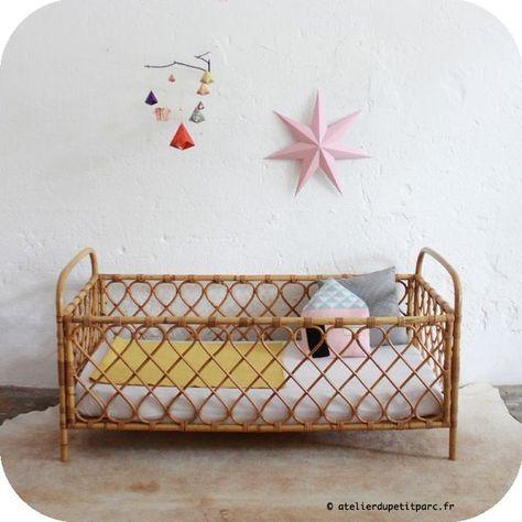 Lit bébé en rotin © atelierdupetitparc.fr