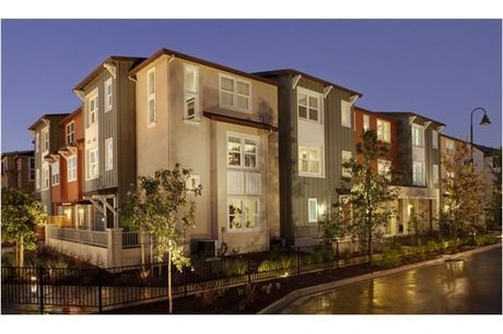 California style. These townhomes located 30 minutes from San Francisco have two master bedrooms. The Grove at Cannery Park. Hayward, CA.