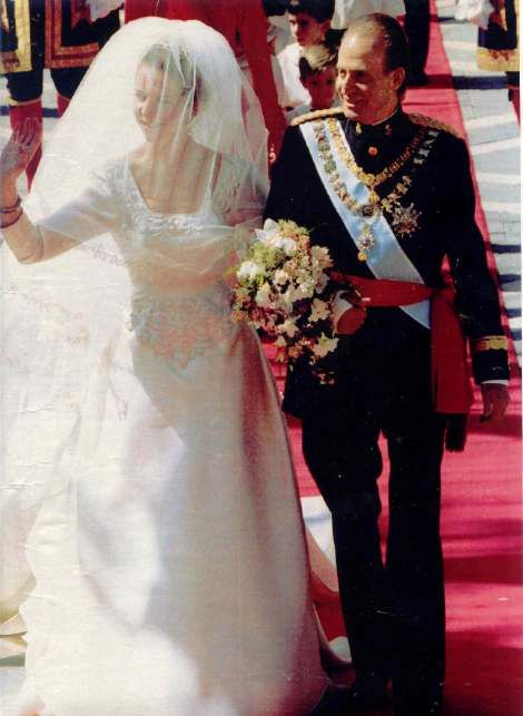 Infanta Elena With Ling Juan Carlos Famous Wedding Dresses Wedding Royal Weddings