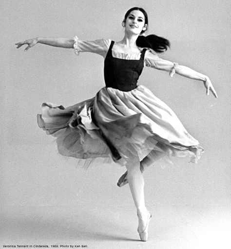 National Ballet of Canada, Cinderella 1969 Veronica Tennant. Tennant excelled at dramatic roles. Her Giselle and Juliet were memorable for their artistry and intensity. Poses Dynamiques, Cool Poses, Dance Poses, Art Poses, Drawing Poses, Drawing Tips, Female Pose Reference, Pose Reference Photo, Human Reference
