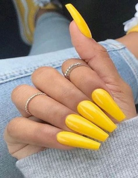 Getting Acrylic Nails: 5 Things You Need to Know