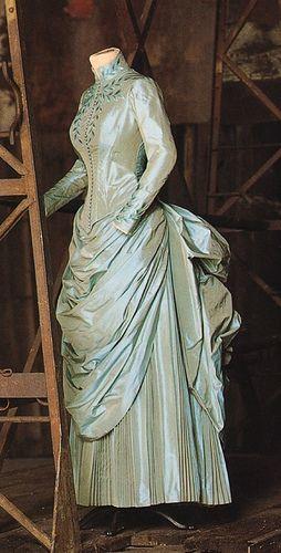 FCBTC / Mina's dress, worn in Bram Stoker's Dracula, Eiko Ishioka. Art Direction by Andrew Precht. Set Decoration by Garrett Lewis. Costume Design by Eiko Ishioka.