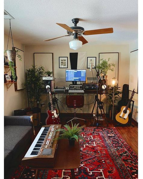 Simple, rustic, & cosy space from ? Simple, rustic, & cosy space from ? Home Recording Studio Setup, Home Studio Setup, Music Studio Room, Audio Studio, Studio Ideas, Home Studio Musik, Home Music Rooms, Music Bedroom, Room Acoustics