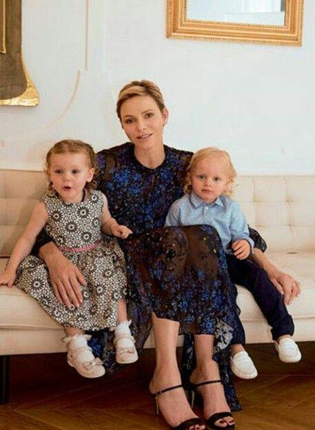 Monako Prensesi Ve Kucuk Prens Ve Prensesi Prinzessin Charlene Prinzessin Caroline Prinz Albert
