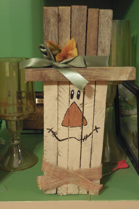 Scarecrow on pinterest scarecrows fall scarecrows and for How to make a wood pallet snowman