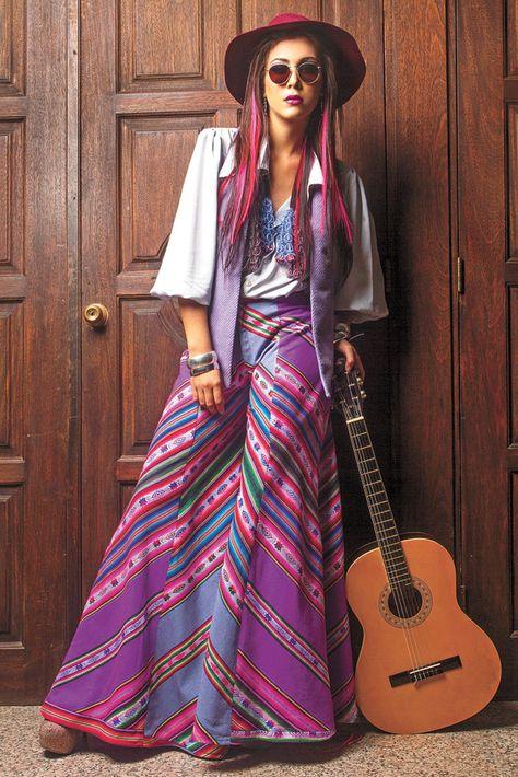 Rebelde. El atuendo de Ericka Suárez Weise para la década de 1970 es modelado por Mayra Copas