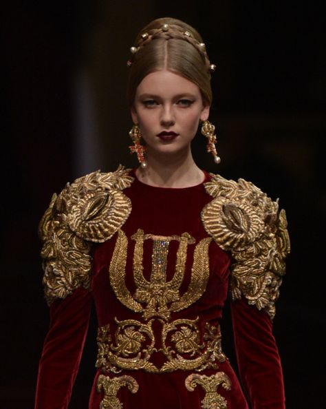Dolce & Gabbana Alta Moda Spring 2016 // Not Ordinary Fashion